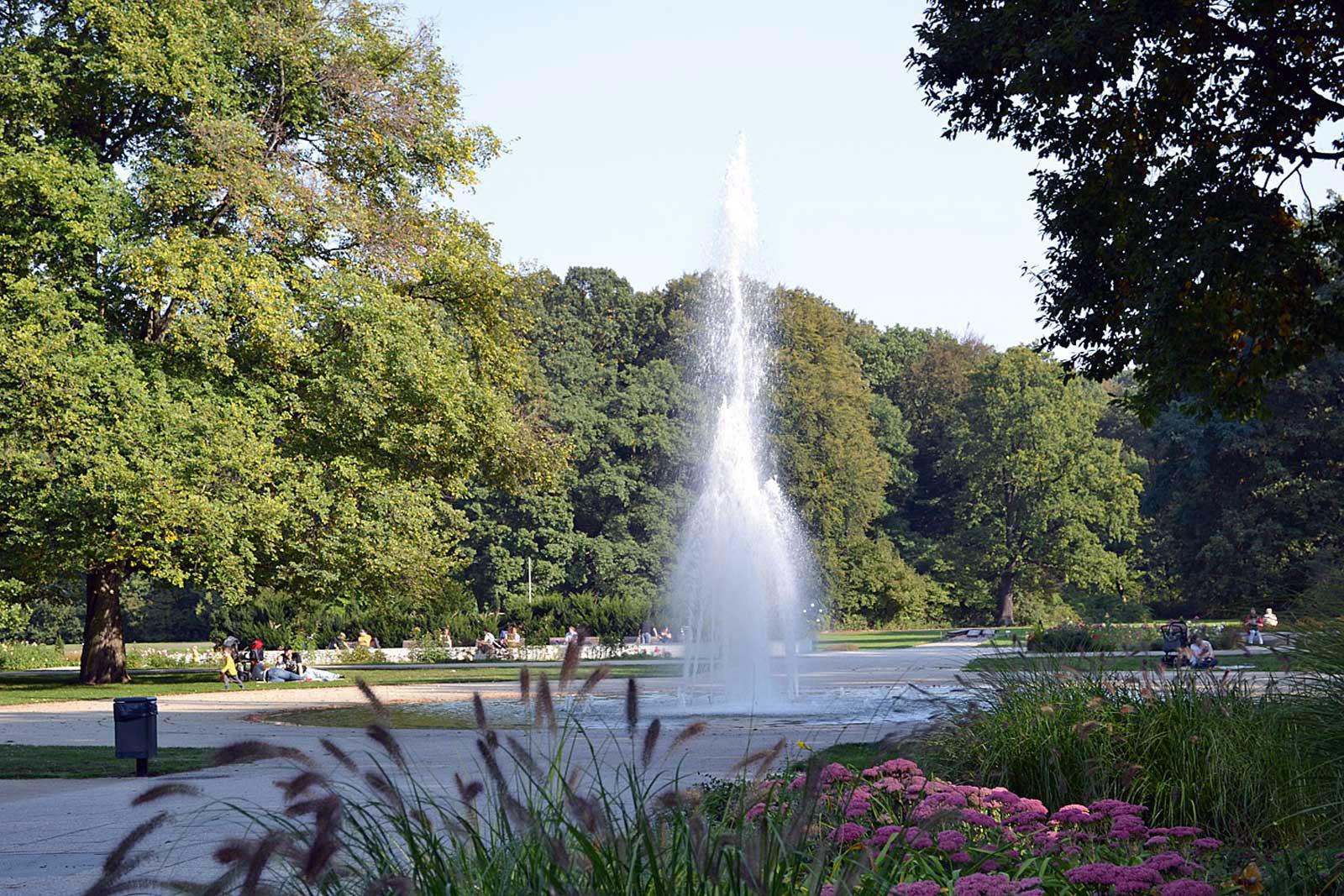 Bouchegaerten-Impression-Umgebung-Wasserfontaene